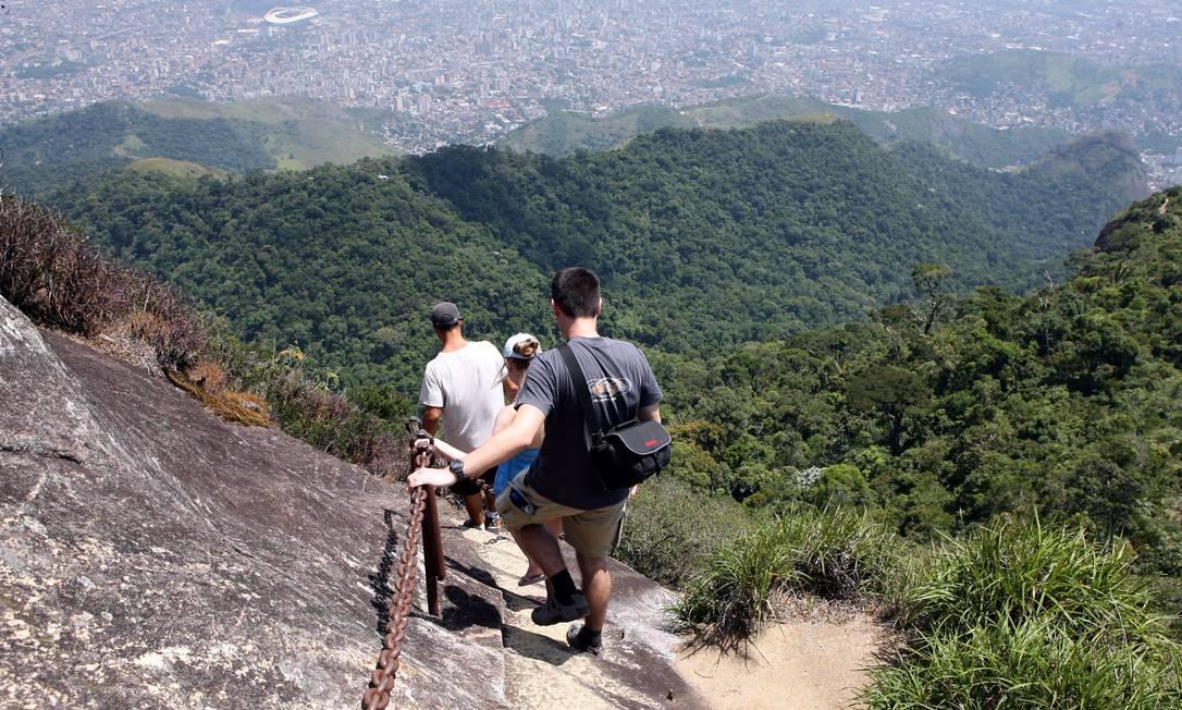Trilha do pico da Tijuca, no Parque Nacional da Tijuca, que é o mais alto da unidade de conservação, de onde é possível ver todo o Rio e até a região serrana Foto: Hudson Pontes 17.01.2008 / O Globo