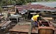 O tufão Bopha atingiu a parte sul das Filipinas deixando ao menos 230 mortos até esta quarta-feira