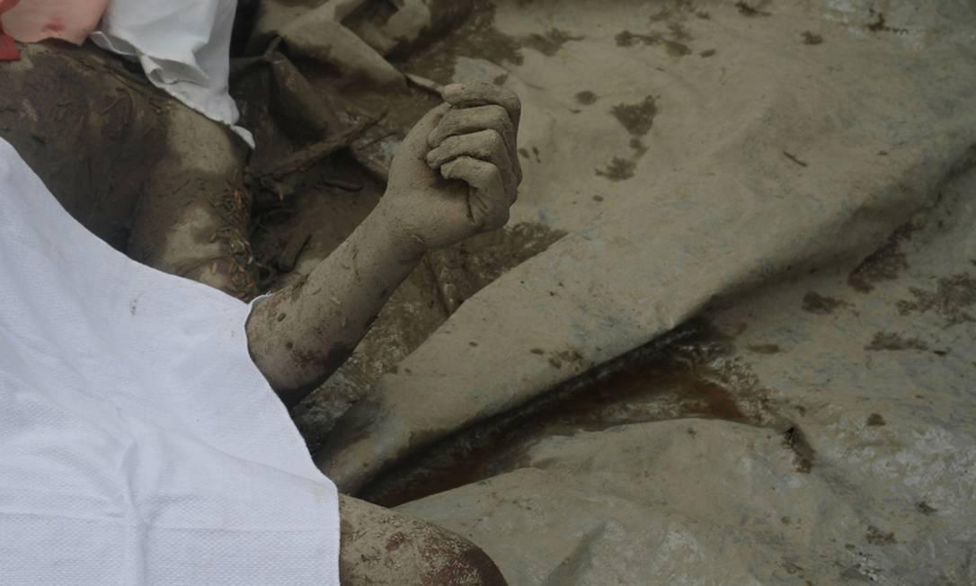 Milhares de pessoas continuam desaparecidas, enquanto autoridades trabalham no reconhecimento de corpos AFP/KARLOS MANLUPIG