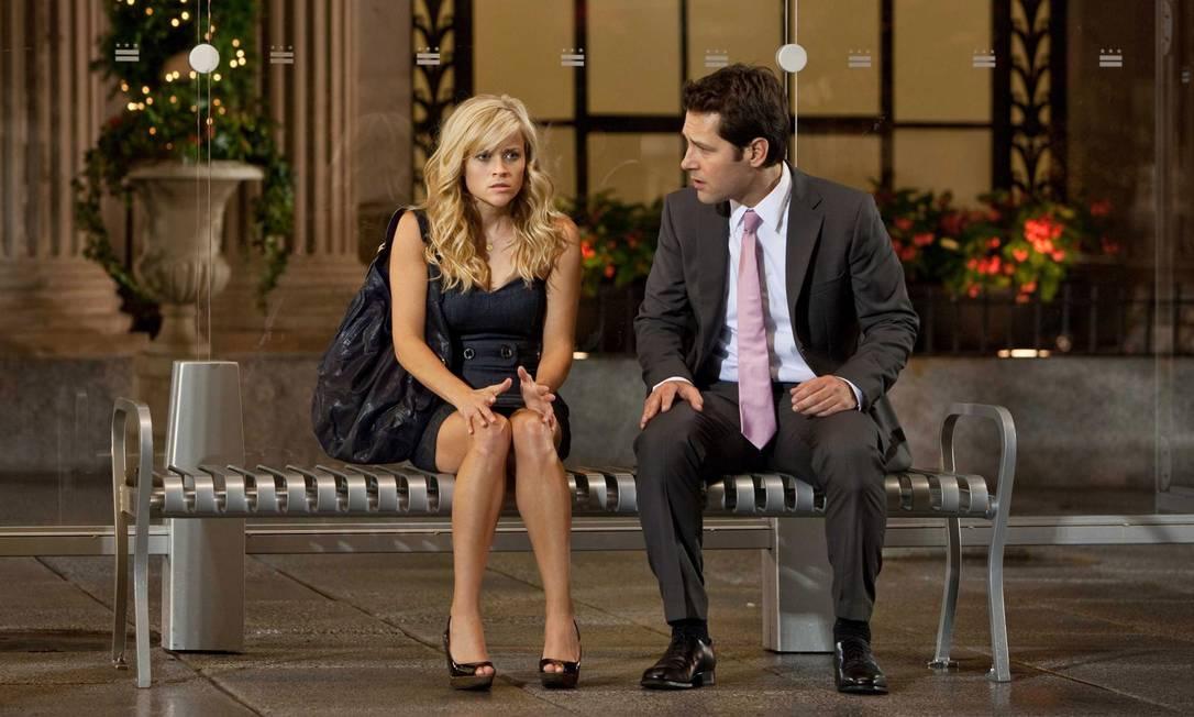 """A publicação credita o fracasso de Reese a suas últimas escolhas, como o filme """"Como você sabe"""" (2010), que tinha um elenco repleto de estrelas. Orçado em US$ 120 milhões, o longa somou apenas US$ 49 milhões nas bilheterias Divulgação"""