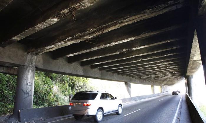 Para a Coppe, o estado do viaduto exige serviços de reparo com urgência Pablo Jacob / O Globo