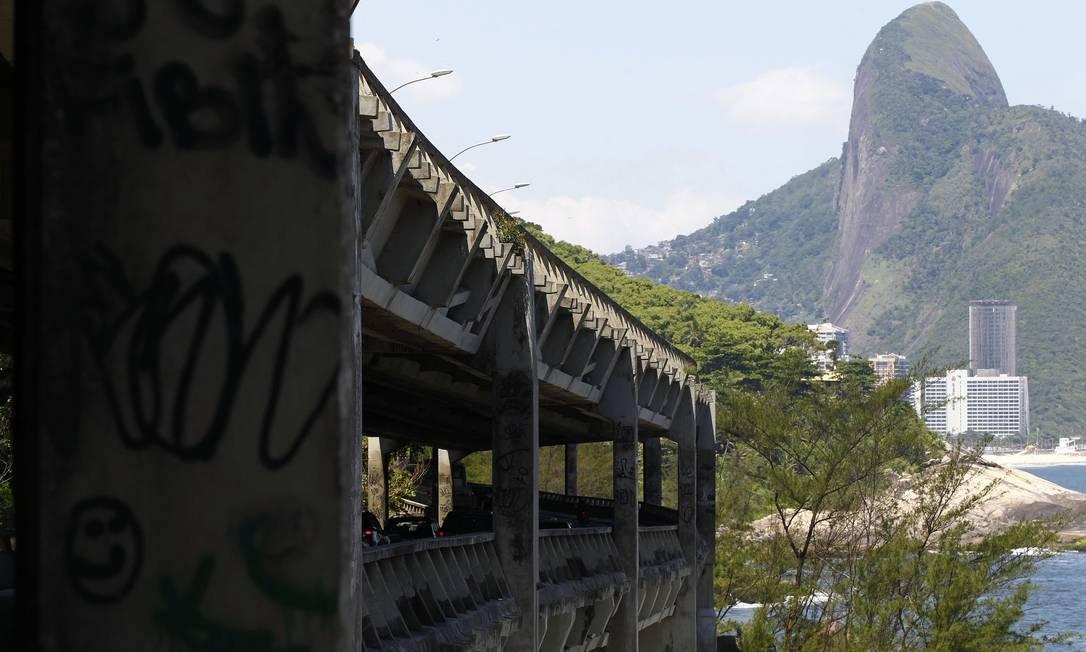 Apesar da recomendação da Coppe, o prefeito Eduardo Paes descartou na terça-feira a demolição da estrutura Pablo Jacob / O Globo