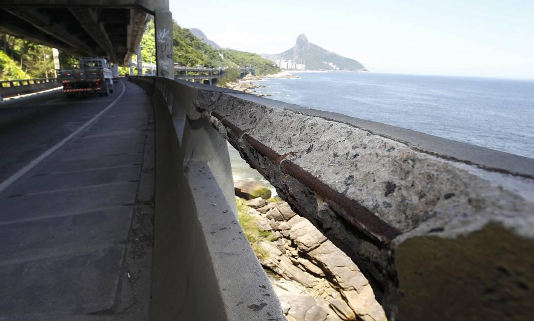 O prefeito disse que o elevado terá que passar por obras emergenciais para recuperar partes com sinais de corrosão visíveis Pablo Jacob / O Globo