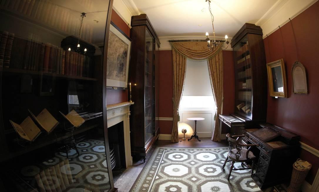 Escritório de Charles Dickens no reformado museu dedicado ao escritor, em Londres Foto: Sang Tan / AP