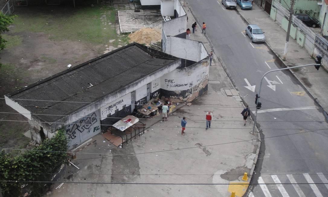 Bilheteria do estádio Caio Martins vira abrigo para moradores de rua, em Niterói Foto da leitora Maria Carolina / Eu-Repórter