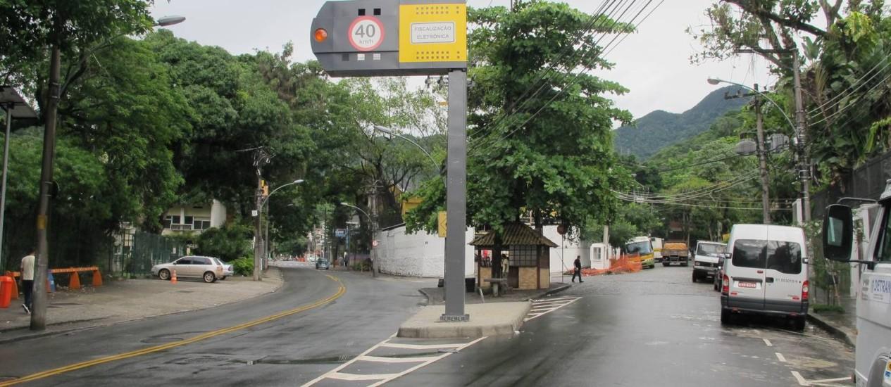 Equipe técnica da CET-Rio irá vistoriar o local para eventuais mudanças Foto: Foto da leitora Rejan Guedes / Eu-Repórter