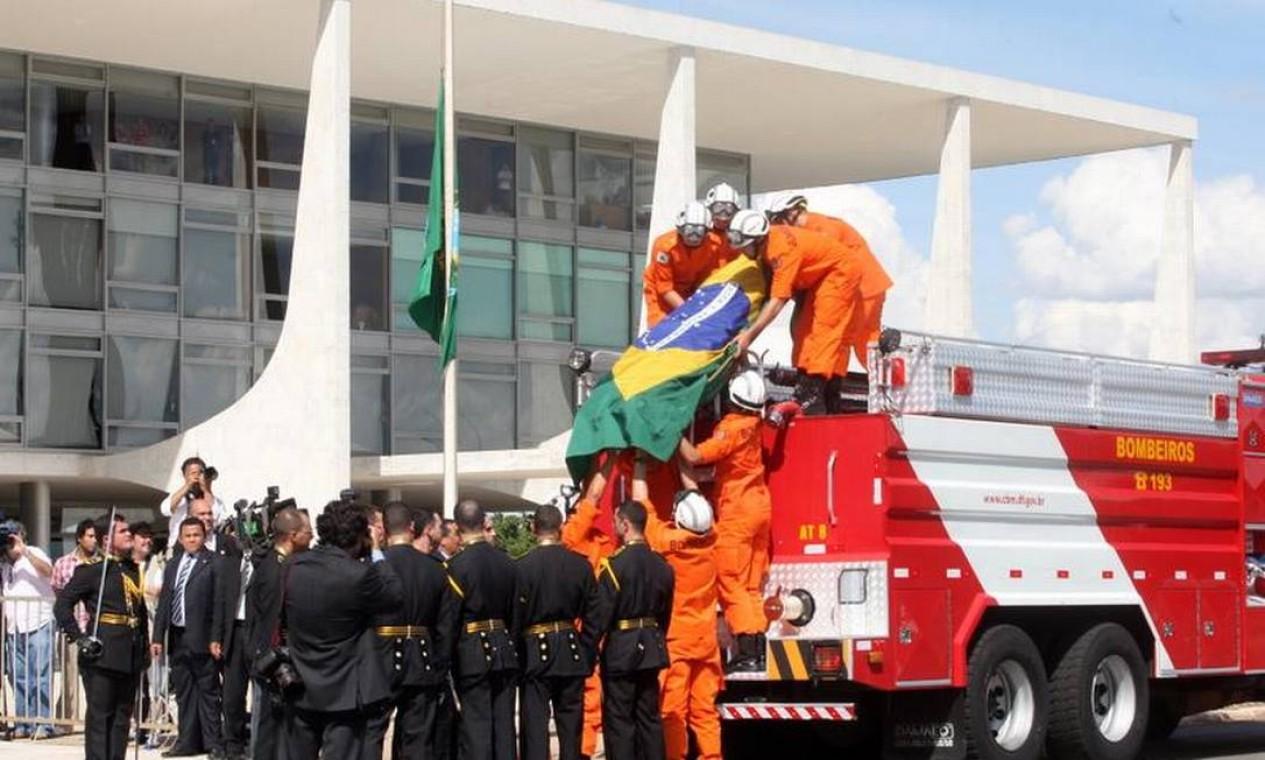 O corpo chega ao Palácio do Planalto Foto: Givaldo Barbosa / Agência O Globo