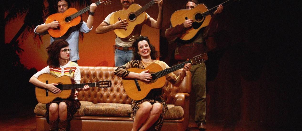 Quinteto. Clayton Mariano, Tomás Decina, Pedro Cameron, Carol Bianchi e Amanda Lyra vivem músicos decadentes Foto: Divulgação
