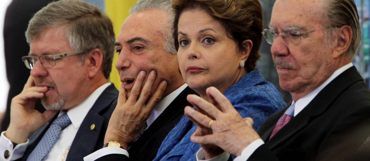 Marco Maia (à esquerda), Temer e Dilma deixariam Presidência para Sarney, o que empurraria a decisão dos royalties para 2013 Foto: Gustavo Miranda