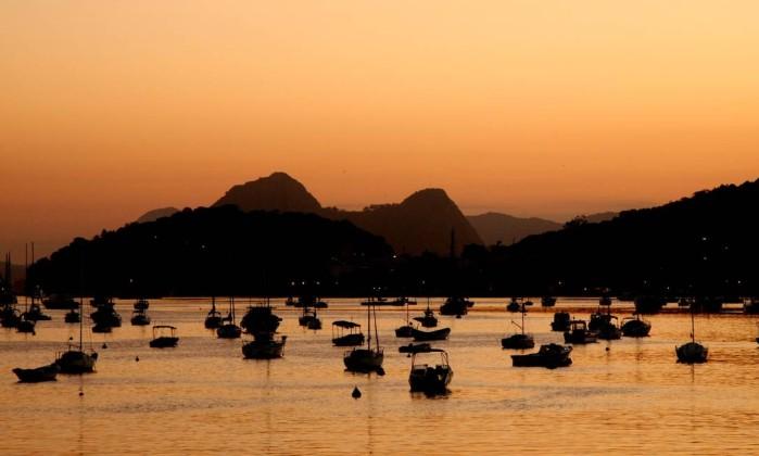 A Baía de Guanabara vista de Botafogo na manhã desta sexta-feira Fernando Quevedo / O Globo