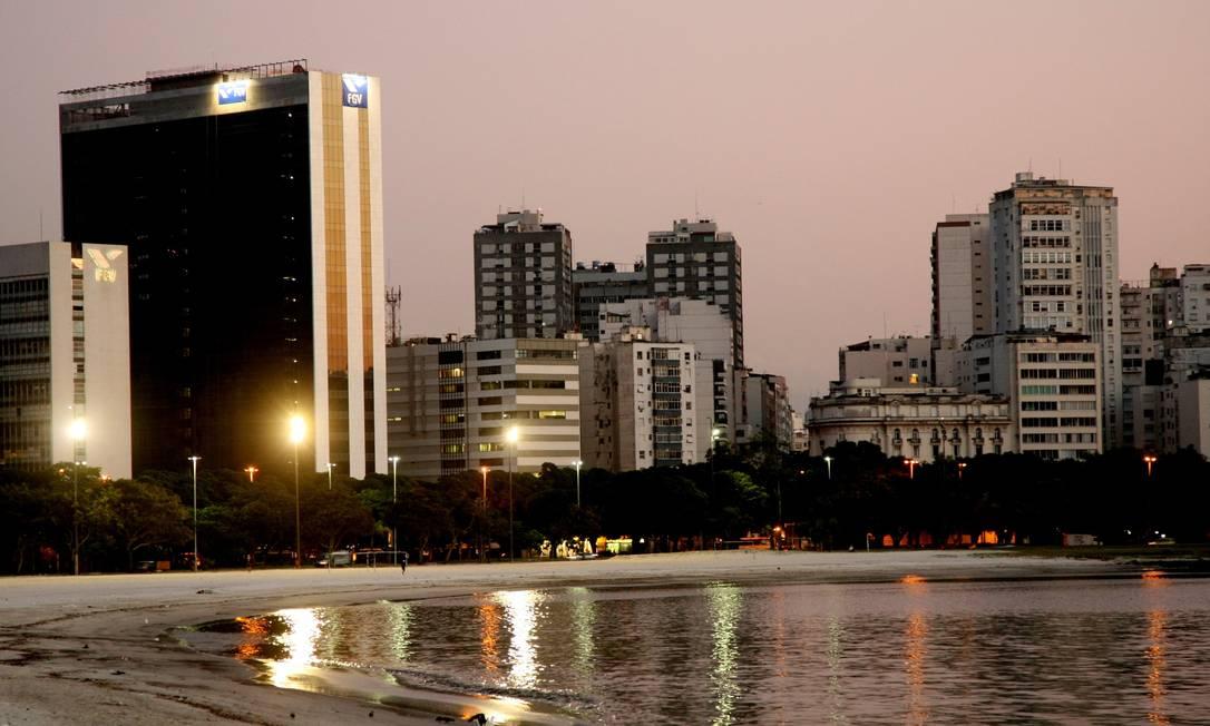 A Praia de Botafogo com os prédios ao fundo Fernando Quevedo / O Globo