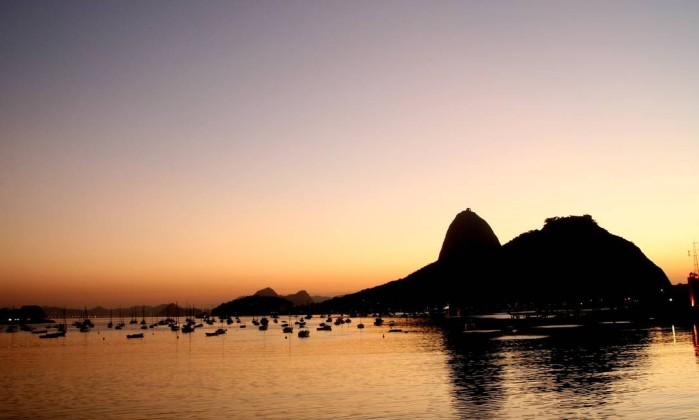 A Baía de Guanabara com o Pão de Açúcar ao fundo Fernando Quevedo / O Globo