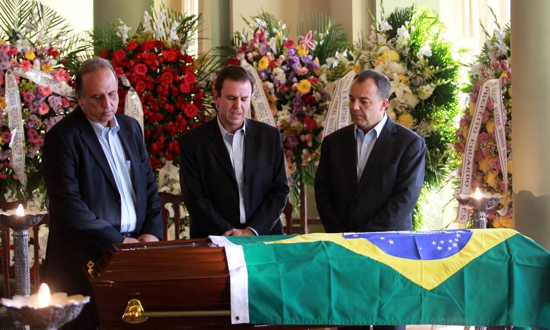 O vice-governador, Luiz Fernando Pezão, o prefeito Eduardo Paes e governador Sérgio Cabral no Velório de Oscar Niemeyer, no salão nobre do Palácio da Cidade Gabriel de Paiva