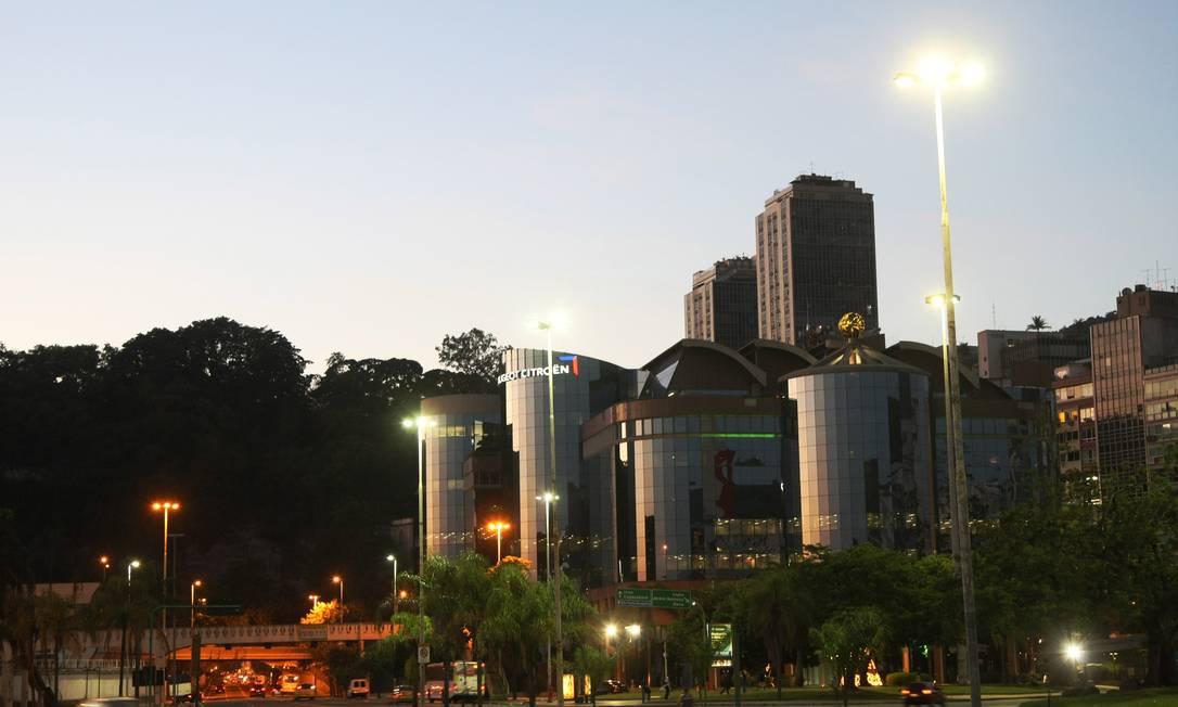 A Avenida das Nações Unidas, em Botafogo, praticamente vazia no início da manhã desta sexta-feira Fernando Quevedo / O Globo