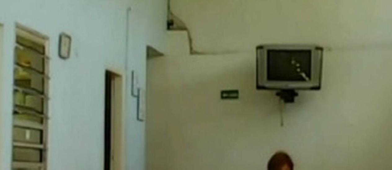 Vídeo mostra diretora da Escola Trenzinho Feliz agredindo criança na hora do almoço Foto: Reprodução/TV Globo