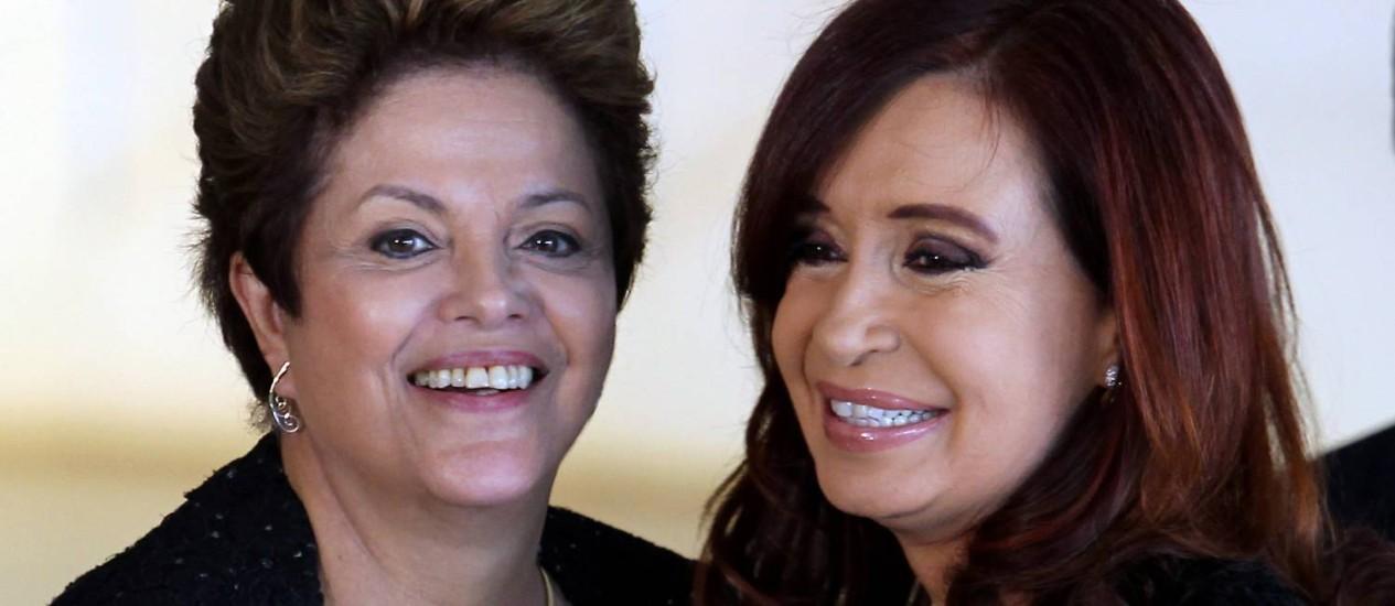 Dilma Rousseff e Cristina Kirchner se encontram para reunião do Mercosul Foto: Agência O Globo / Gustavo Miranda