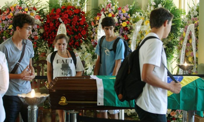 Jovens se despedem do arquiteto, morto aos 104 anos e autor de obras espalhadas pelo mundo Gabriel de Paiva
