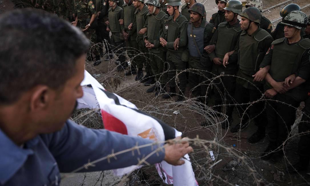 Depois que a oposição rejeitou qualquer chance de diálogo com o presidente Mohamed Mursi, uma série de manifestações contra o governo egípcio voltaram às ruas do país AFP/GIANLUIGI GUERCIA