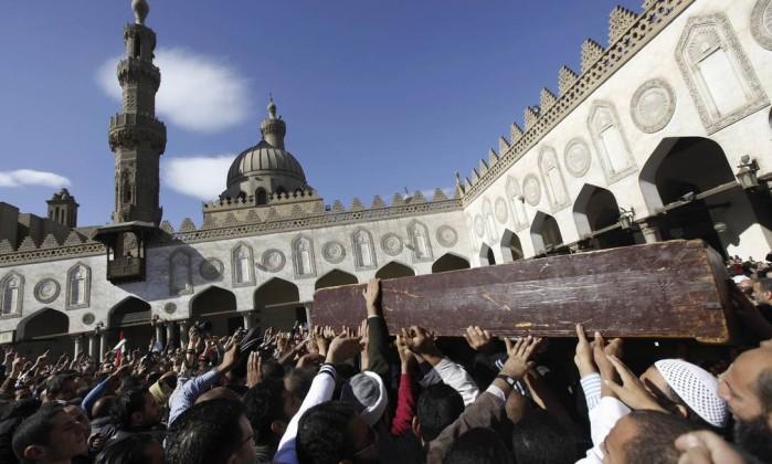 Mais cedo, simpatizantes de Mursi realizaram funerais de vítimas de confrontos dos últimos dias REUTERS/AMR ABDALLAH DALSH