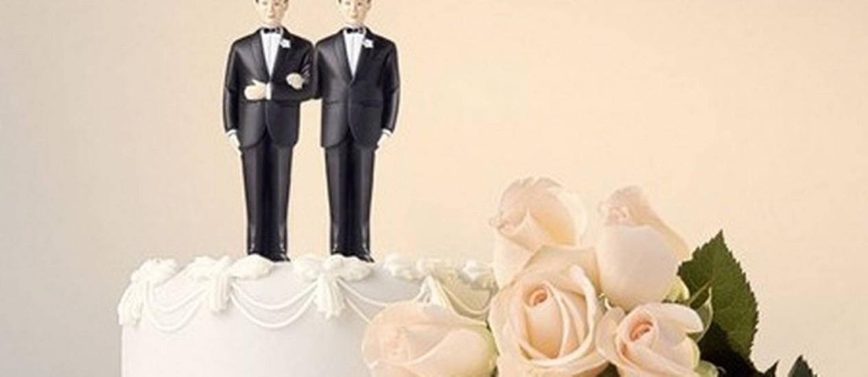 Bolo com dois noivos: medida do governo Cameron deve irritar as Igrejas Católica e Anglicana Foto: Divulgação