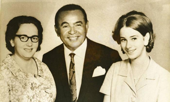 Gonzaga com sua mulher Helena (à esquerda) e a filha adotiva, Rosa Divulgação/Acervo do Instituto Moreira Salles