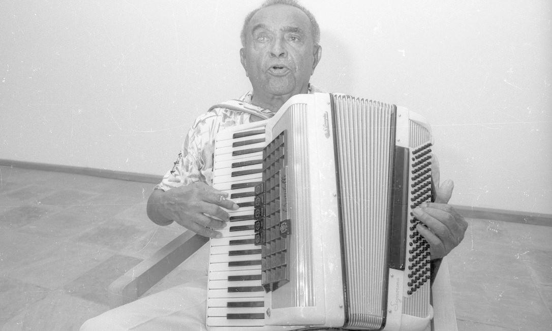 Aos 75 anos, cego do olho direito, Luiz Gonzaga anuncia sua decisão de encerrar a carreira em 1988 Foto: Manoel Soares / Agência O Globo