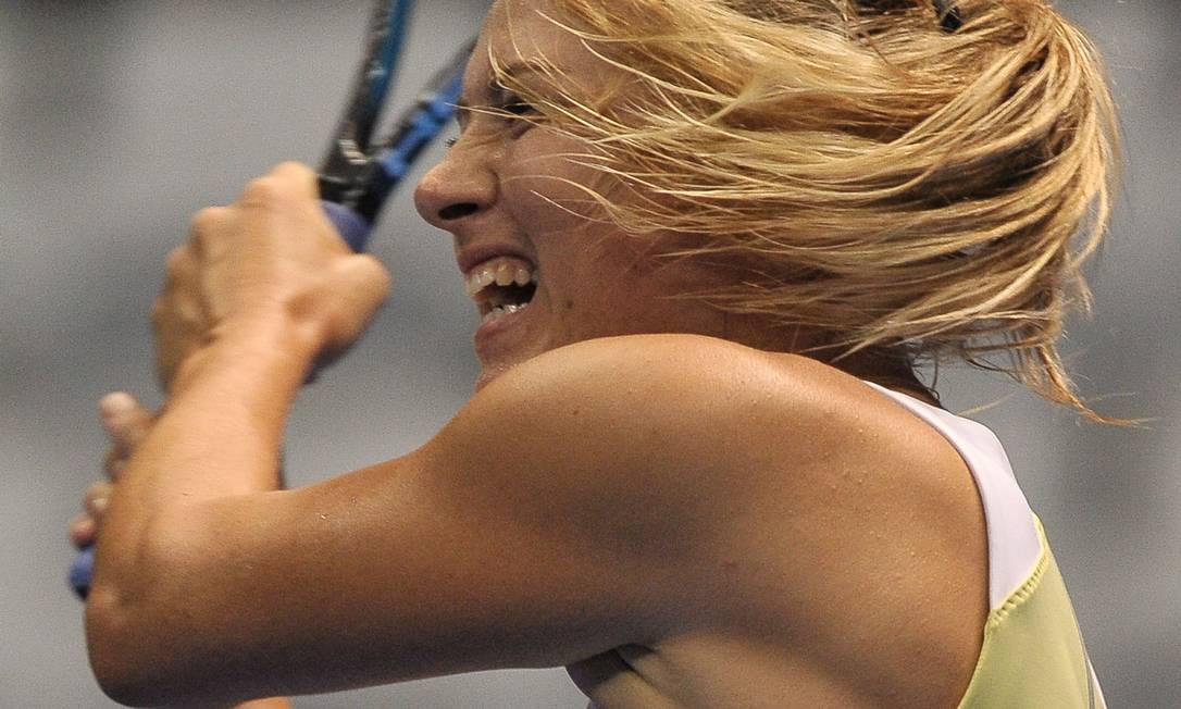 No primeiro set, Sharapova não teve dificuldade para fechar em 6 a 2 YASUYOSHI CHIBA / AFP