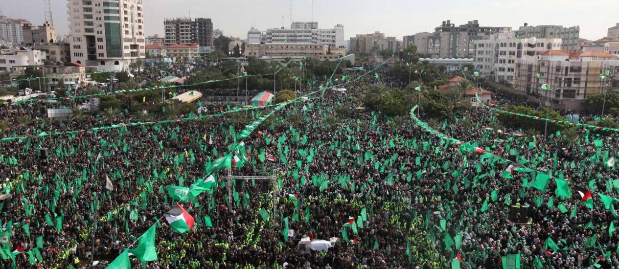 Manifestantes participam de comemoração de 25 anos de fundação do Hamas Foto: AFP PHOTO / MAHMUD HAMS