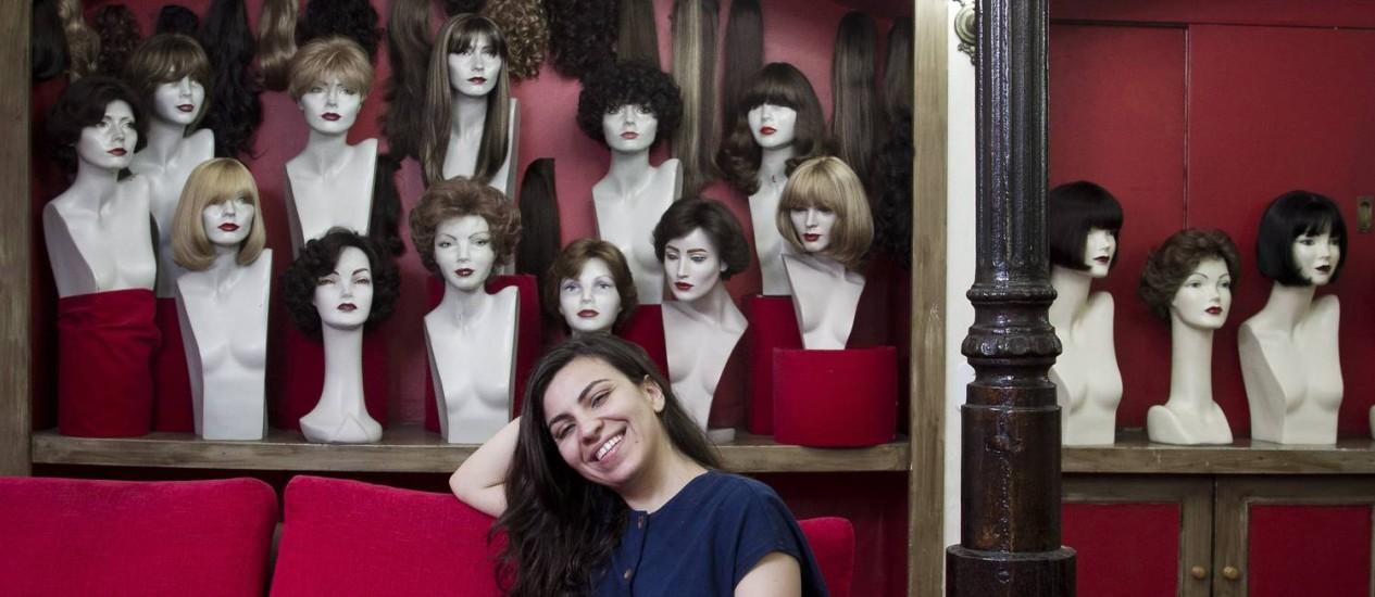 A loja Perucas Lady, clássica do bairro, virou tema de um dos contos de 'Copacabana dreams' Foto: Guito Moreto
