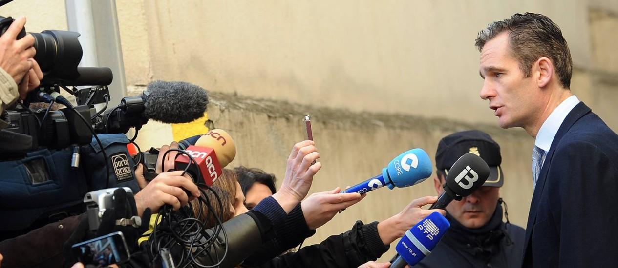 Sem explicações. Iñaki Urdangarín, genro do rei Juan Carlos I: fiança milionária e risco de prisão por suposto desvio de verbas em instituto sem fins lucrativos Foto: AFP/25-2-2012