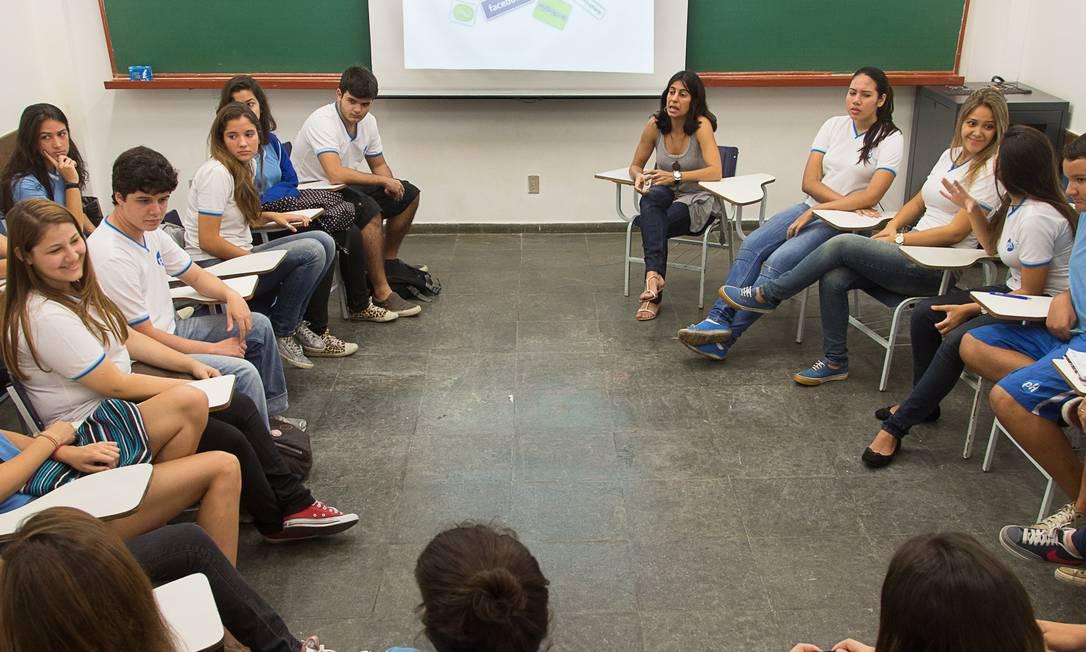 Em sala. Alunos de ensino médio do pH têm aulas de Atualidades, em que debatem valores éticos e morais no mundo contemporâneo Foto: Leo Martins