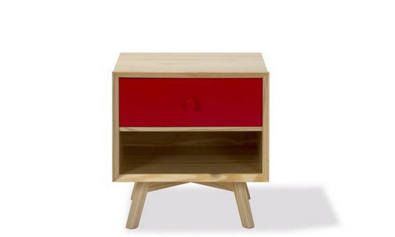 Esta é a mesa lateral Celeste, da Oppa. O modelo, inspirado na onda retrô, sai por R$ 299, à vista Foto: Reprodução internet