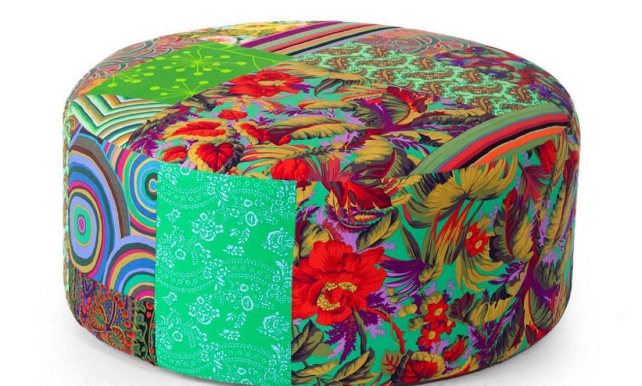 Já esta peça da Estar Móveis, também divulgada pelo Casa de Valentina, custa R$ 4.600. Sua profusão de cores é bem atraente Foto: Reprodução internet