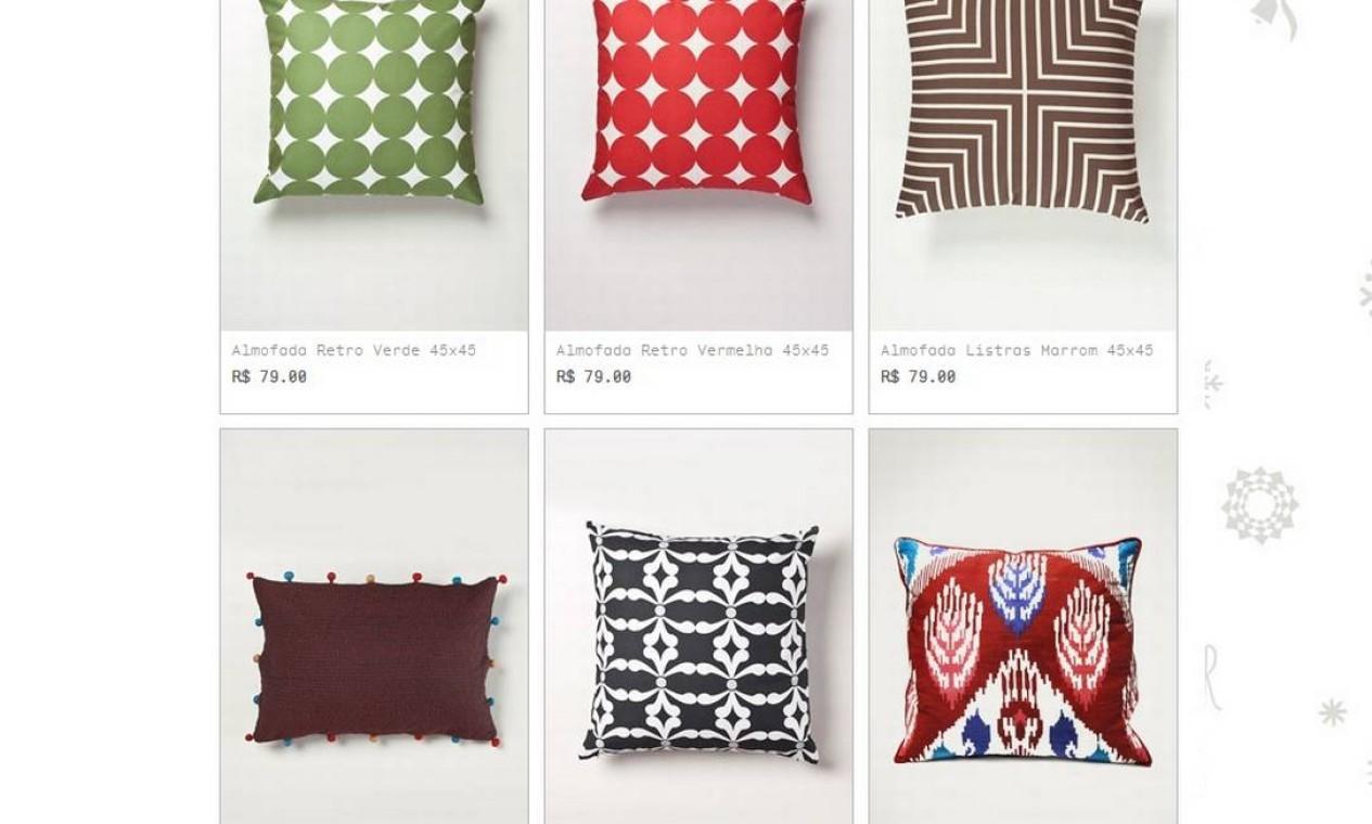 O endereço virtual traz também uma boa e colorida coleção de almofadas Foto: Reprodução internet