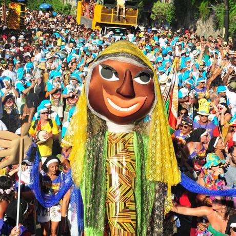 O bloco Carmelitas durante desfile em 2012, em Santa Teresa. Neste domingo, roda de samba vai agitar Copacabana Foto: Divulgação