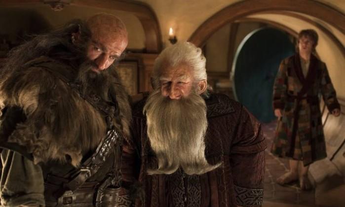 Dwalin (Graham McTavish) e Balin (Ken Stott) são descendentes da linha real de Durin, rei de Moria. Balin é o segundo Anão mais velho, depois de Thorin, e o único que esteve em Erebor antes de Smaug destruir o lugar Reprodução