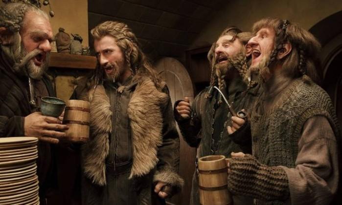 Dori (Mark Hadlow), Ori (Adam Brown) e Nori (Jed Brophy), com Fili no centro - Três irmãos. Dori é descrito por Thorin como 'o mais forte da companhia' Reprodução
