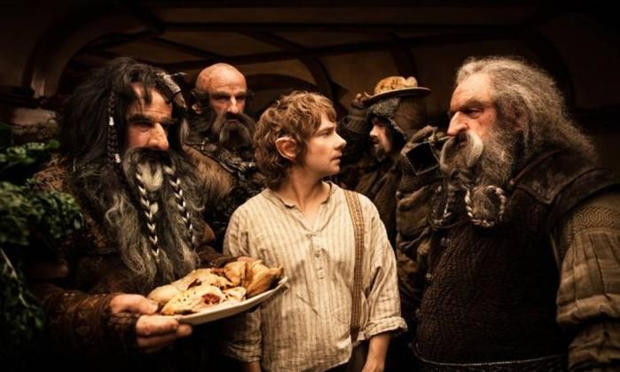 'Num buraco no chão vivia um Hobbit'... Assim começa a obra que inspirou a mais nova investida de Peter Jackson na Terra-Média, o mundo fantástico criado por J.R.R. Tolkien e levado aos cinemas na trilogia 'O Senhor dos Anéis'. Apesar de 'O Hobbit' ser apenas um livro, substacialmente menor, Jackson transformou-o em mais uma trilogia, cuja primeira parte, 'O Hobbit: Uma Jornada Inesperada', chega aos cinemas nesta sexta-feira. Conheça a seguir, os principais personagens da saga, que funciona como um prólogo de 'O Senhor dos Anéis'. Reprodução