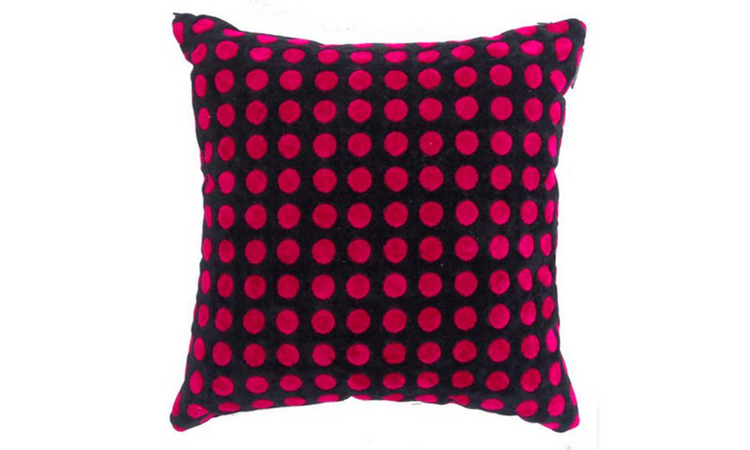 E o preto não sai de cena! Neste modelo da Casamance, a cor faz contraste com o rosa pink. Uma ótima combinação, aliás! Preço: R$ 190, na By Floor Divulgação