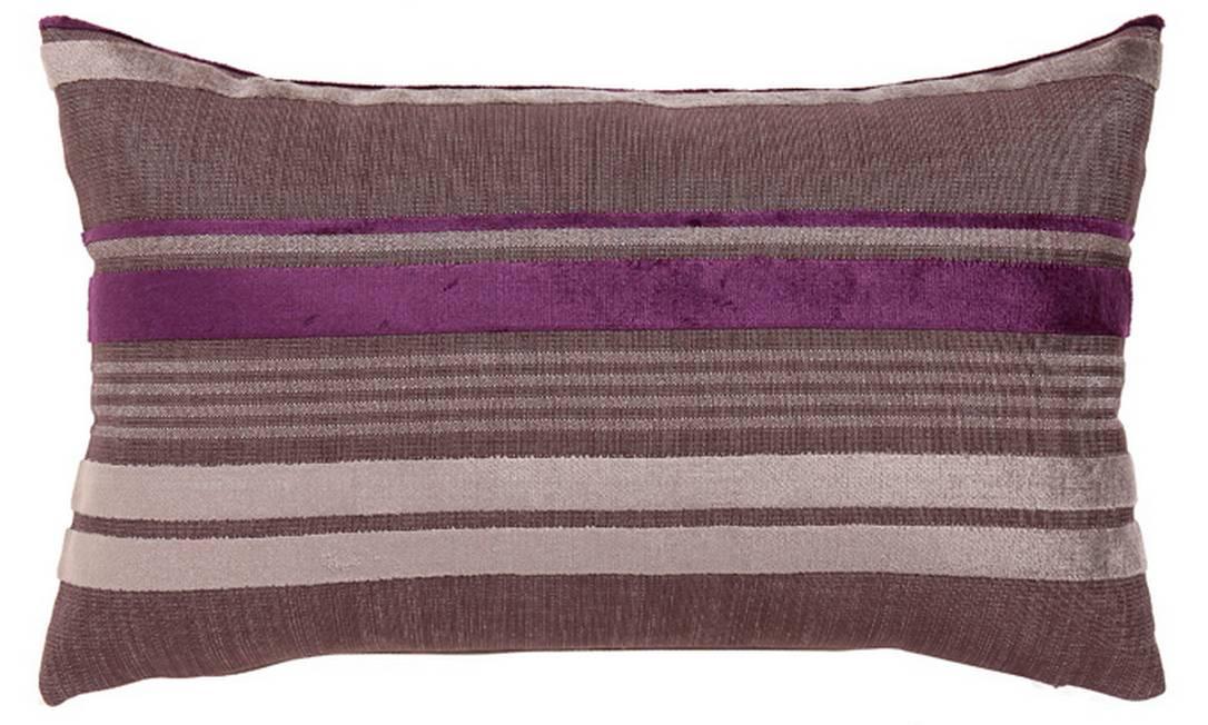 Almofada Uva, toda feita em veludo, para deixá-la ainda mais confortável. Preço: R$ 198, na Ari Beraldin Divulgação