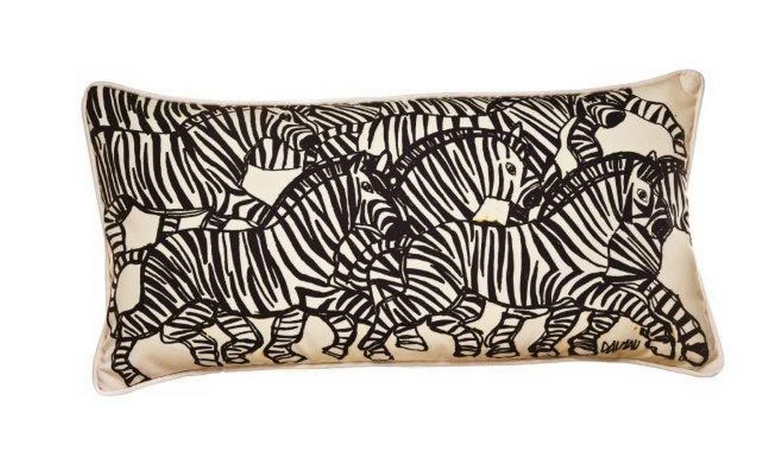Um jeito clássico de decorar a casa é com essa almofada com desenhos de zebra. Preço: R$ 380, na Empório Beraldin Divulgação