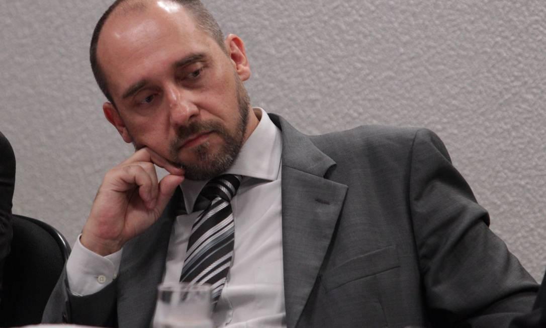 Justificativa . A AGU, comandada por Luís Inácio Adams, alega que seu objetivo, ao se recusar a integrar os processos, foi não atrasar os pedidos de ressarcimento ao Erário Foto: André Coelho/5-12-2012