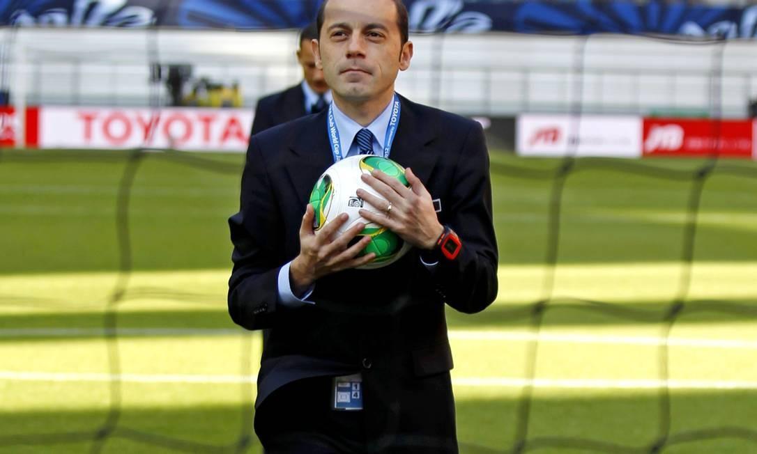 O árbitro Cuneyt Cakir vai comandar a final do Mundial entre Corinthians e Chelsea Foto: Shuji Kajiyama / AP
