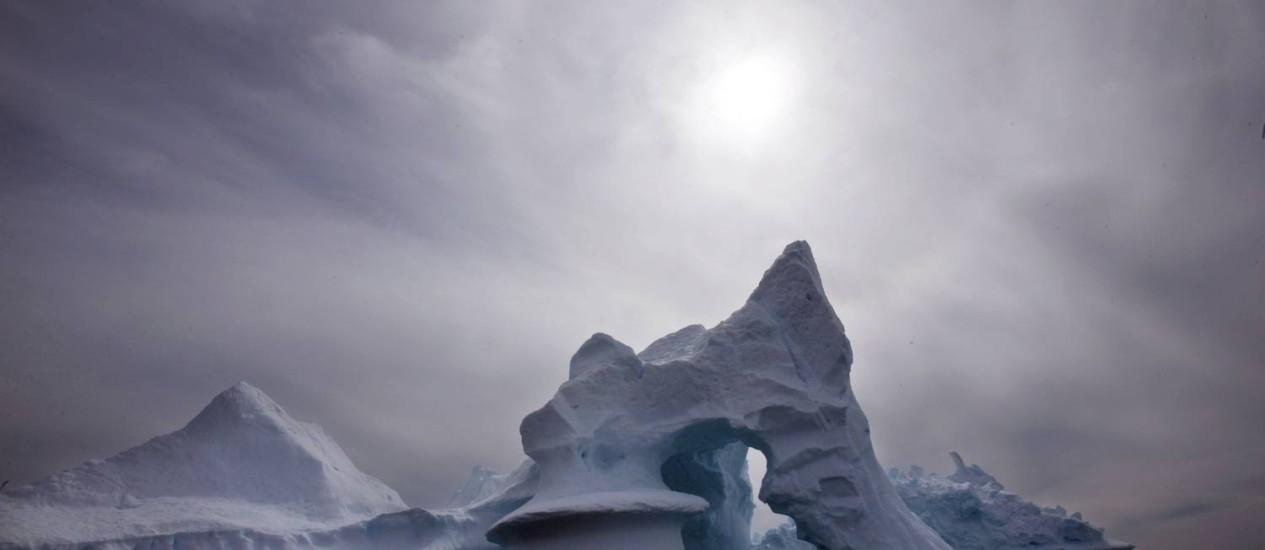 Iceberg derrete na Groenlândia Foto: John McConnico/AP/19-7-2007