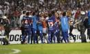 Jogadores do Tigre e do São Paulo trocam empurrões antes do intervalo no Morumbi Foto: AFP