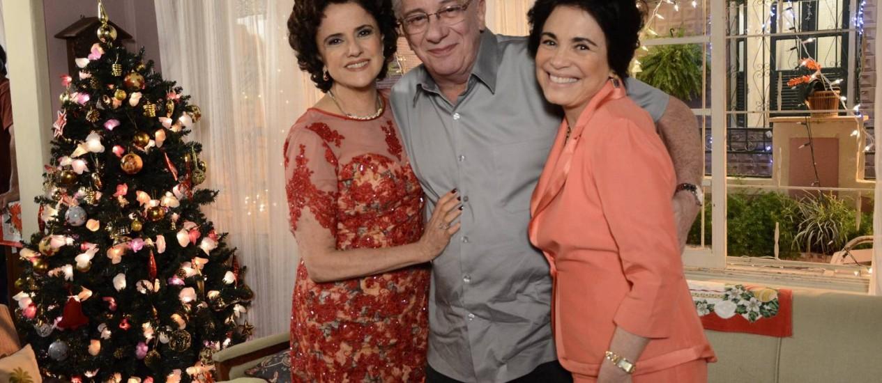 Regina posa ao lado de Marieta Severo e Marco Nanini: personagem da atriz participa do Natal da família Silva Foto: TV Globo/Raphael Dias