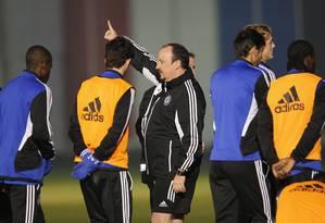 Benitez orienta o time do Chelsea no último treino antes da final. Técnico elogiou o Corinthians na coletiva Foto: Kim Kyung-Hoon / Reuters