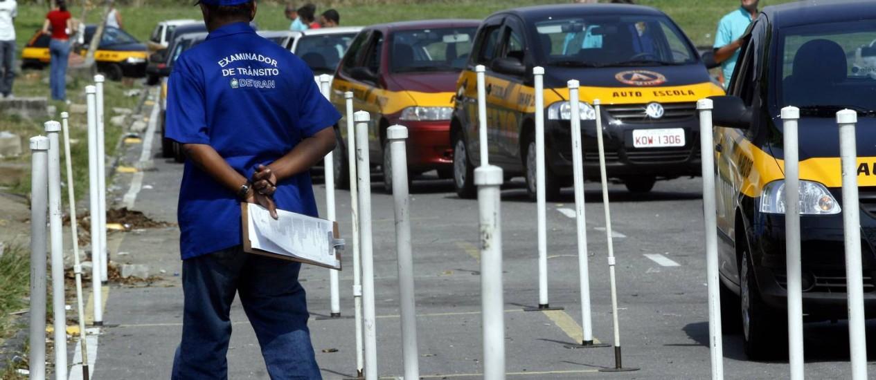 Prova de direção na Ilha do Fundão em 05/09/2008 Foto: Luiz Morier / Agência O Globo
