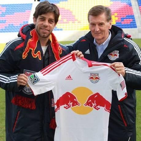 Juninho Pernambucano com a camisa do New York Red Bull Foto: Divulgação