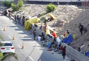 Usuários de crack montam acampamento no Parque União, no Complexo da Maré, onde a prefeitura já realizou diversas ações de acolhimento Foto: Pablo Jacob / O Globo